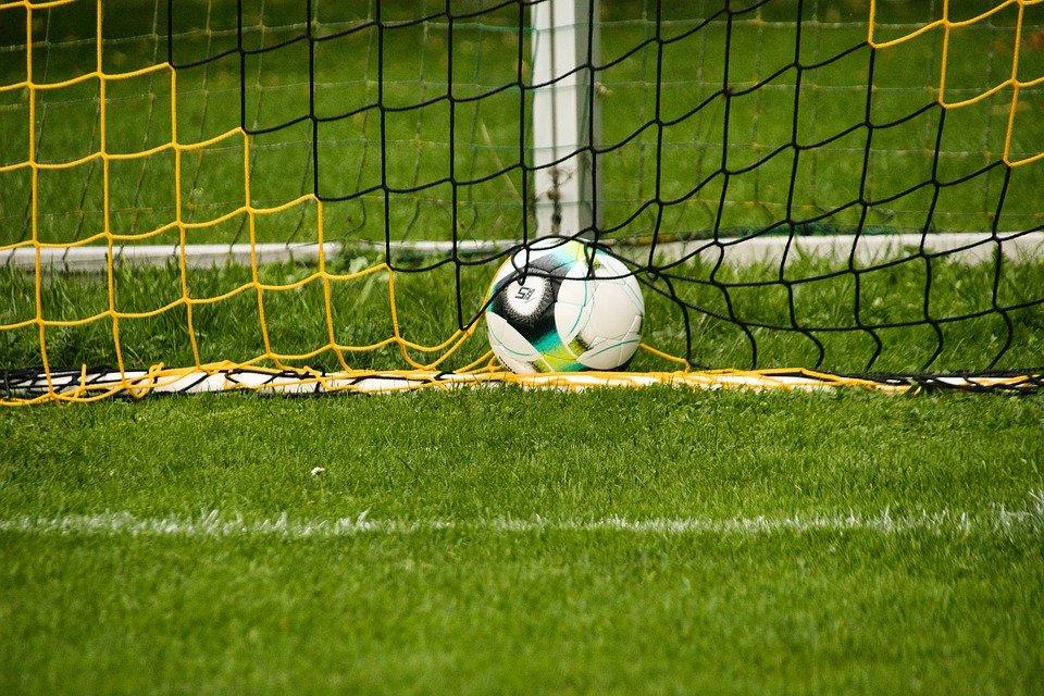 football-6616819_960_720.jpg (183.32 Kb)